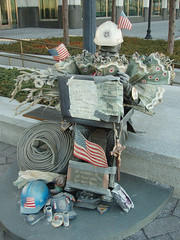 Memorial (chelseafb) Tags: usa grey gris newjersey memorial jerseycity unitedstates flag 911 nj jc