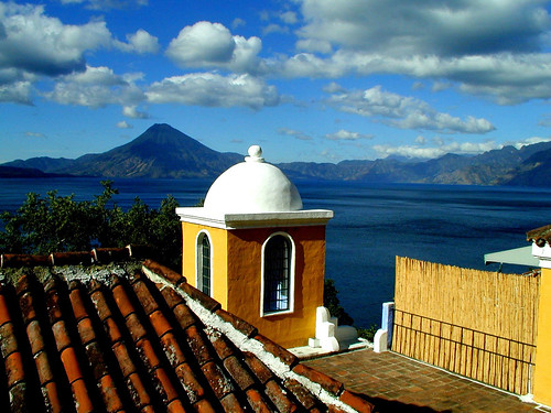 view of Lake Atitlan por Zé Eduardo....