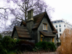 Hyde park small house (orton) (sbuliani) Tags: park uk house building london lumix panasonic hyde orton stefano dmcfz50 colorphotoaward buliani sapessi stefanobuliani