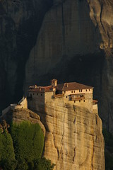 Roussanou (SBA73) Tags: cliff rock greece monastery grecia orthodox monasterio meteora monestir ortodoxo roussanou ortodoxe superaplus aplusphoto anticando 100commentgroup