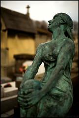 ... (Gabriel M.A.) Tags: paris france cemetery statue digital canon 50mm bokeh f14 tomb 5d fullframe pèrelachaise cimetière canonef50mmf14usm bokehblur