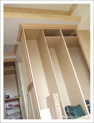主臥衣櫥上的天花板