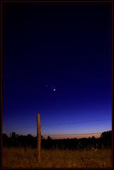 My.Landscapes.043 (root2) Tags: blue moon night fence d50 mond nikon raw venus nacht dusk au meadow wiese barbedwire handheld blau zaun bernd highiso stacheldraht abenddmmerung freihand root2 sigma1770mmf2845 abenddaemmerung hoheiso