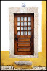 Step in... (Filipe Coelho) Tags: door portugal yellow d50 interesting nikon nikond50 explore amarelo step porta bidos number2 top500 degrau supershot interestingness163 i500 numero2 filipecoelho 21may2007 filipecoelhophotography wwwfilipecoelhocom