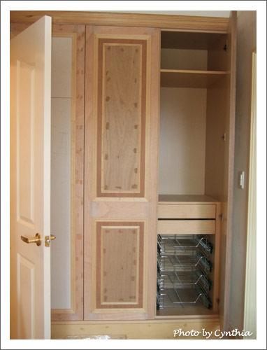 主臥衣櫥的抽屜長出來了