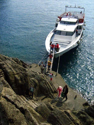 School group gets off the boat in Riomaggiore