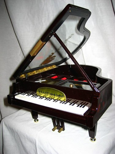 Novelty Piano Jewellery Storage