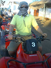 racing (divingoff) Tags: red men green sunglasses honda desert egypt thieves sharm sinai