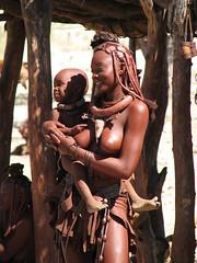 Jeune femme Himba et son enfant - by ecololo