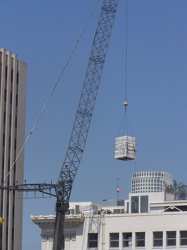 CU-crane drop off onto SB Lofts rooftop
