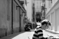 Concentration (gonzaloh) Tags: blackandwhite bw white black france blancoynegro blanco d50 50mm concentration nikon frankreich noir dof noiretblanc negro frana nikond50 depthoffield explore utata sw frankrijk schwarzwei wei francia bianco blanc nero schwarz montbliard biancoenero frankrig  frankrike francja ranska  franciaorszg   utata:project=justblack