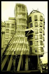 Tanc dm (Pepe Pont) Tags: architecture arquitectura prague praha praga czechrepublic frankgehry rpubliquetchque fredandginger dancingbuilding repblicacheca thecontinuum tancdm ltytrx5 ltytr2 ltytr1 ltytr3 cernicaloe