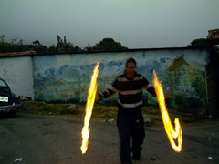 El que juega con fuego... (La Pluma) Tags: travel light mountain game luz fun fire san venezuela valle adventure cerro merida valley andes fuego juego javier andino losandes culata artesano