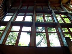 好大面的窗戶