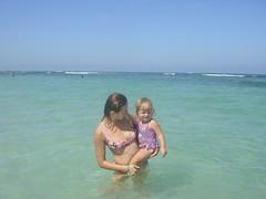 Nadia i Agnieszka na plaży w Puerto Plata, na Dominikanie w listopadzie 2006 roku.