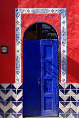 la casa roja (uteart) Tags: door blue red mexico colorful explore tiles myfave globalvillage interestingness393 i500 abigfave globalcity shieldofexcellence 30faves30comments300views anawesomeshot superaplus aplusphoto ultimateshot superbmasterpiece beyondexcellence 1on1colorfulphotooftheday utehagen invitedphotosonly gvadminshalloffame itsabeautifulgv uteart 1on1colorfulphotoofthedayapril2007 explore042507393