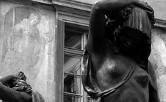 Due visioni di donna (Two outlooks on women) - by leosagnotti