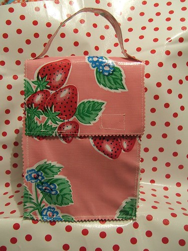 strawberry dot lunch bag 001