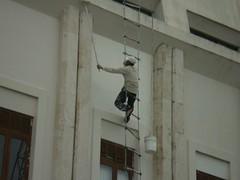 Pintor Acrobata/En el exterior del Centro de la Cultura de Santiago