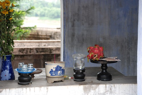 Altars( Hon CHen temple) - Hue