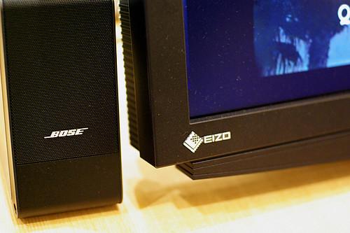 EIZO-HD2451W-BOSEのスピーカー