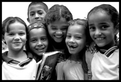 Cortez's smiles ( Tatiana Cardeal) Tags: brazil portrait bw film 2004 topf25 students smile brasil children topf50 published photojournalism documentary tatianacardeal pernambuco invisibles brsil documentaire gilrs flickys excellenceinsets monocultura cortezcity documentario wcfbrazil