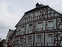 ber Eck gebaut (Niederrheiner) Tags: geotagged niederrheiner photobyniederrheiner halftimbered fachwerk fachwerkhaus geo:lat=50566063 geo:lon=7280856