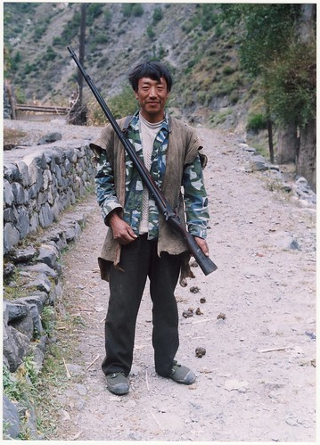 Tibetan hunter with flintlock rifle at Shantian (Sanyanlong)