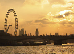 Eye over Parliament (BombDog) Tags: bridge sunset sun london topf25 wheel thames londonbridge photography big ben londoneye ferris jonlucas jonathanlucas