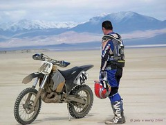 Not Just any Sunday, on Blue Wing Flat (Pink Pepper Photo) Tags: snow mountains 2004 race desert nevada playa fotolog motorcycle dirtbike february bluewingflat desertrace