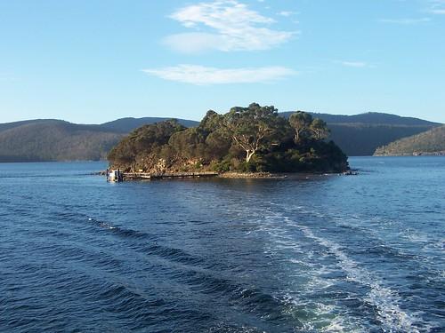 جزيرة (ONE) Tags: