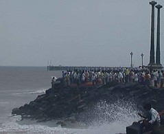 Pondicherry, India (gilesh) Tags: sea india 2004 crowd tsunami pondicherry bayofbengal beachroad