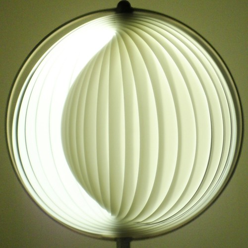 squared circle ~ curl lamp closed