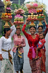 vibrance defined (javajive) Tags: bali topf25 indonesia geotagged women culture 25 itsongselection1 mirrorsofsociety twentyfive itsongcanoneos300d itsongmirrorssoutheastasia geolat85823 geolon1152246