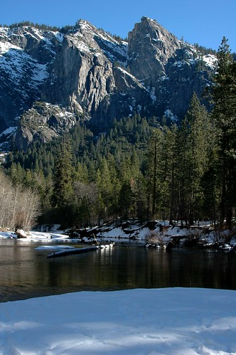 Photo of the Day: Merced River and Granite Peaks by Loyd Schutte
