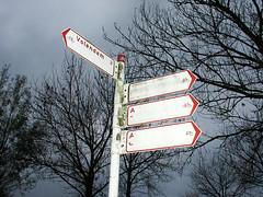 Road to Nowhere (eτi) Tags: signpost wegwijzer volendam anwb cycling fiets fietsen nederland holland dutch nederlands netherlands