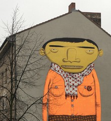 Os Gemeos (mitue) Tags: streetart berlin kreuzberg graffiti wandbild fassade osgemeos