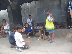 street-kids-05 (_gem_) Tags: street playing game kids children fun asia southeastasia play philippines streetkids streetchildren quezoncity