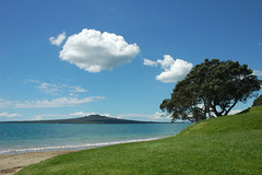Rangitoto Island from Narrow Neck Beach (Colour) Tags: newzealand holiday tree beach uw topf25 beautiful topv111 catchycolors october2005 auckland mmm serenity barefoot northisland blogged idyll fp devonport rangitotoisland nottweaked narrowneckbeach colourbeauty colourbeautypublic 20faves httpblogdaskinnyblackmannet20051213randomflickrrangitotoislandfromnarrowneckbeach2 30faves30comments300views