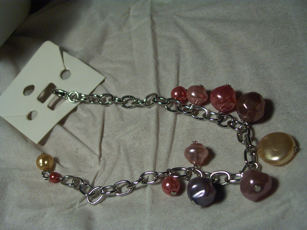 Edited bracelet with pearl theme