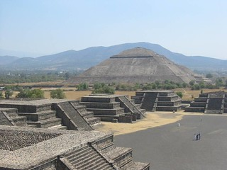 Pyramid of the Sun and temples along the Avenue of the Dead, Teotihuacan.