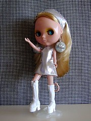 Mod Ingrid (Helena / Funny Bunny) Tags: doll blythe olds sbl funnybunny ingridhoney iloveyouitistrue coordinatedclothesset