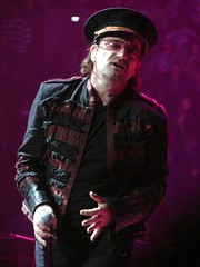Bono, 12\07\05, Hartford, CT, Hartford Civic Center (bonobaltimore) Tags: u2 bono hartfordct vertigotour2005 bonobaltimore december72005 hartfordciviccenter michaelkurman mikekurman