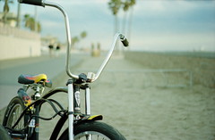 Bike (TexturaObscura) Tags: leica bike bokeh boardwalk huntingtonbeach m6 beachcruiser apehangers bokehsoniceoctober bokehsoniceoctober12