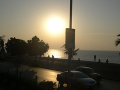 Sun-Day (Roochster) Tags: sunset sea sun india beautiful sunday icon awsome lovely mumbai ruchi marinedrive seaface narimanpoint topphotoblog
