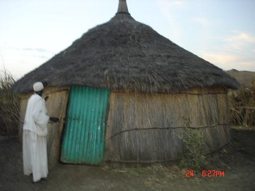 بيت سوداني في قرية نائية by Al-Samel.