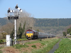 Par Crossing III (rcarpe2) Tags: train diesel bracket railway locomotive signal par semaphore digest cornish class66 chinaclay lowerquadrant