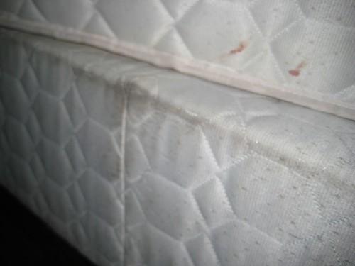 comment nettoyer un matelas : solutions pour les tâches