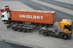 Uniglory (loop_oh) Tags: truck container uniglory