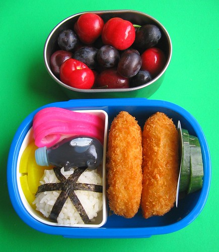 Croquette bento lunches and metal containers